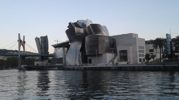 Dokončuji práci s výhledem na Guggenheim Museum